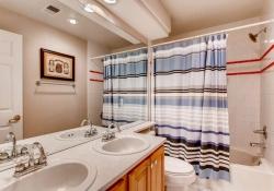 10054 Glenstone Circle-small-018-15-2nd Floor Bathroom-666x444-72dpi
