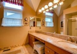 6290 S Iola Ct Englewood CO-small-021-15-2nd Floor Bathroom-666x445-72dpi