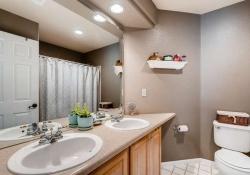 10053 Glenstone Cir Highlands-small-021-15-2nd Floor Bathroom-666x443-72dpi