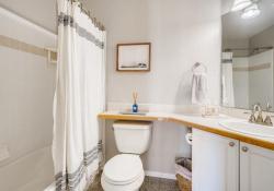 10052-Astoria-Court-Lone-Tree-large-019-018-Bathroom-1500x1000-72dpi