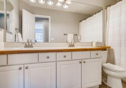 10052-Astoria-Court-Lone-Tree-large-028-023-2nd-Floor-Bathroom-1500x1000-72dpi
