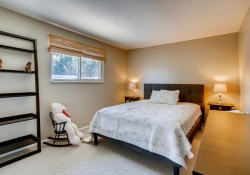10846-E-Berry-Ave-Englewood-CO-large-019-012-2nd-Floor-Bedroom-1500x1000-72dpi