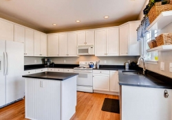 1131 Riddlewood Road Littleton-small-007-27-Kitchen