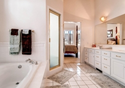 1395-cherry-street-brighton-co-large-016-master-bathroom-1500x1000-72dpi