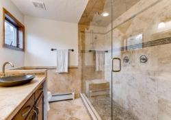 31301-Red-Hawk-Trail-Conifer-large-023-25-2nd-Floor-Master-Bathroom-1499x1000-72dpi