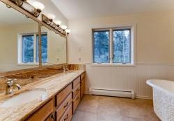 31301-Red-Hawk-Trail-Conifer-large-027-21-2nd-Floor-Bathroom-1499x1000-72dpi