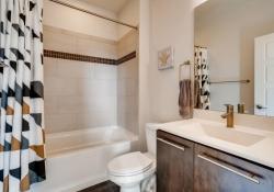 3367-Cranston-Circle-Highlands-large-014-010-Bathroom-1500x1000-72dpi