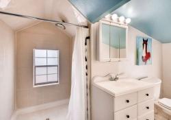 4677 S Pennsylvania St-small-019-10-2nd Floor Master Bathroom-666x444-72dpi