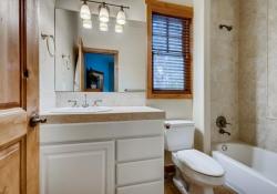 1_5910-S-Ogden-Ct-Centennial-CO-large-024-021-Bathroom-1500x1000-72dpi