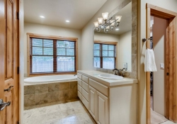 5910-S-Ogden-Ct-Centennial-CO-large-039-033-Master-Bathroom-Suite-1500x1000-72dpi