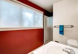 6175 S Leyden St Centennial CO-small-023-14-Lower Level Bathroom-666x444-72dpi