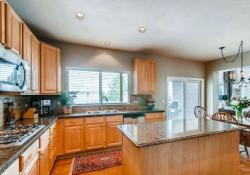 10053 Glenstone Cir Highlands-small-008-11-Kitchen-666x445-72dpi