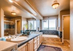 10053 Glenstone Cir Highlands-small-016-19-2nd Floor Master Bathroom-666x443-72dpi