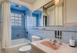 7088-S-Prince-St-Littleton-CO-large-029-026-2nd-Floor-Bathroom-1500x1000-72dpi
