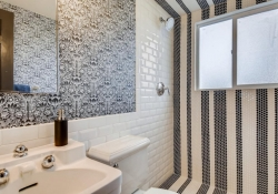 7088-S-Prince-St-Littleton-CO-large-033-032-Guest-Bathroom-1500x1000-72dpi