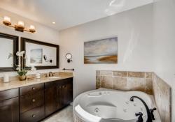 75-Fairway-Ln-Littleton-CO-large-022-011-Master-Bathroom-1500x1000-72dpi