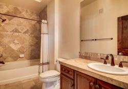 7865 Villagio Lane Unit 402-small-023-24-Bathroom-666x444-72dpi