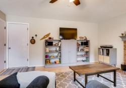 8164 S Humboldt Circle-large-014-20-Family Room-1500x1000-72dpi