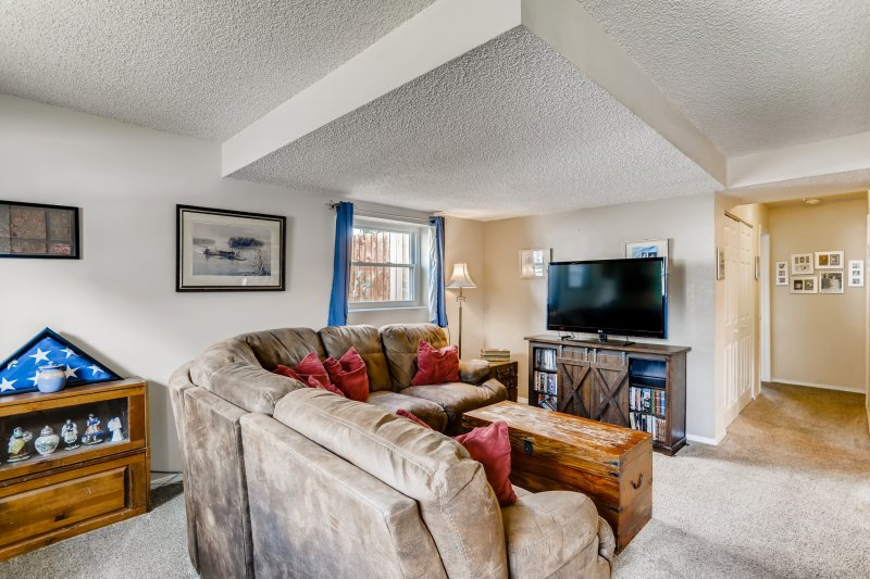 21-Family-Room
