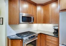 935-S-Fillmore-Way-Denver-CO-large-011-009-Kitchen-1500x1000-72dpi