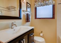 935-S-Fillmore-Way-Denver-CO-large-015-014-Bathroom-1500x1000-72dpi