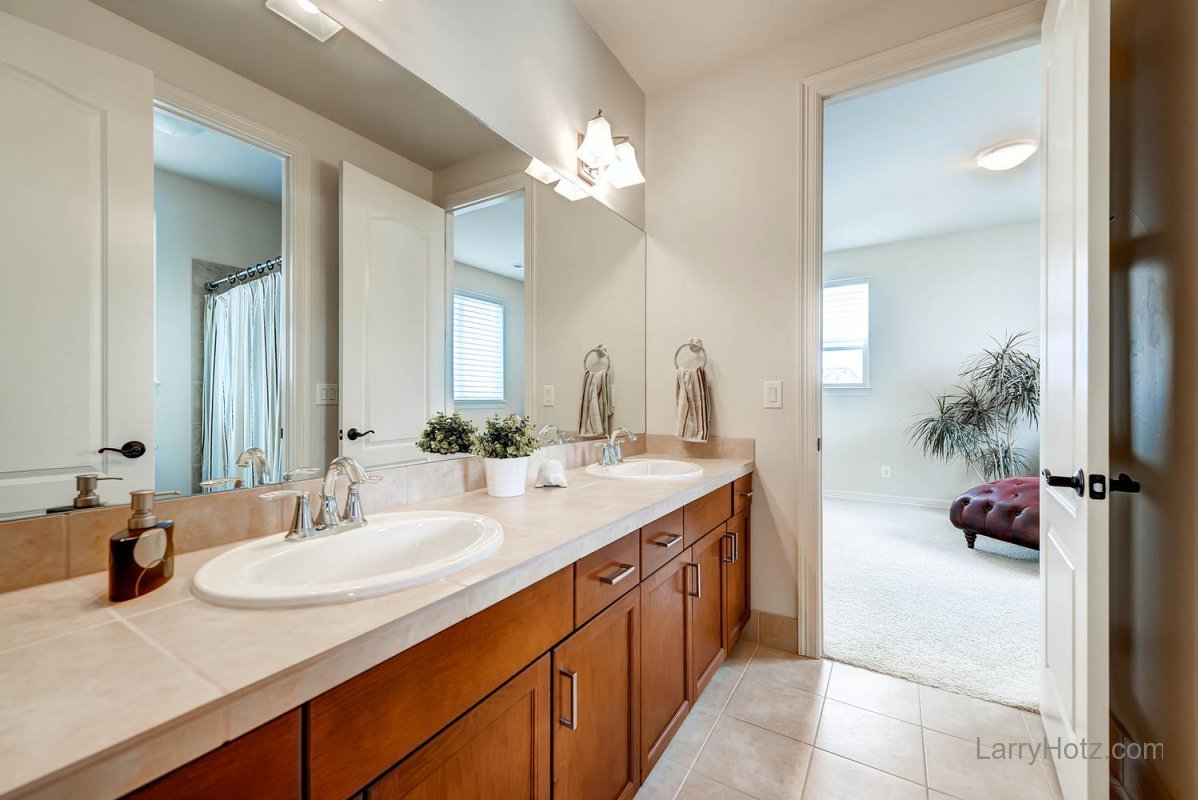9497-vista-hill-lane-lone-tree-large-022-2nd-floor-bathroom-1499x1000-72dpi