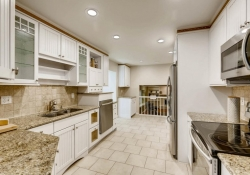9831 E Pinewood Ave Englewood-large-011-24-Kitchen-1500x1000-72dpi