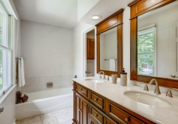 9831 E Pinewood Ave Englewood-large-020-14-2nd Floor Master Bathroom-1500x1000-72dpi
