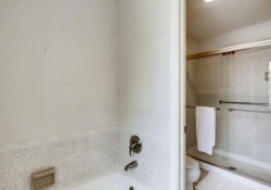 9831 E Pinewood Ave Englewood-large-021-16-2nd Floor Master Bathroom-1500x1000-72dpi