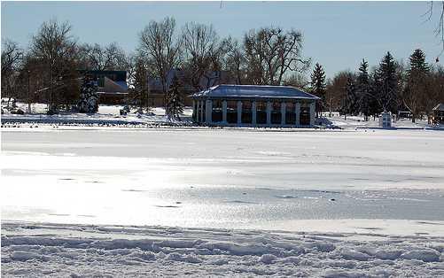 Washington Park lakes apprear frozen solid. Not!